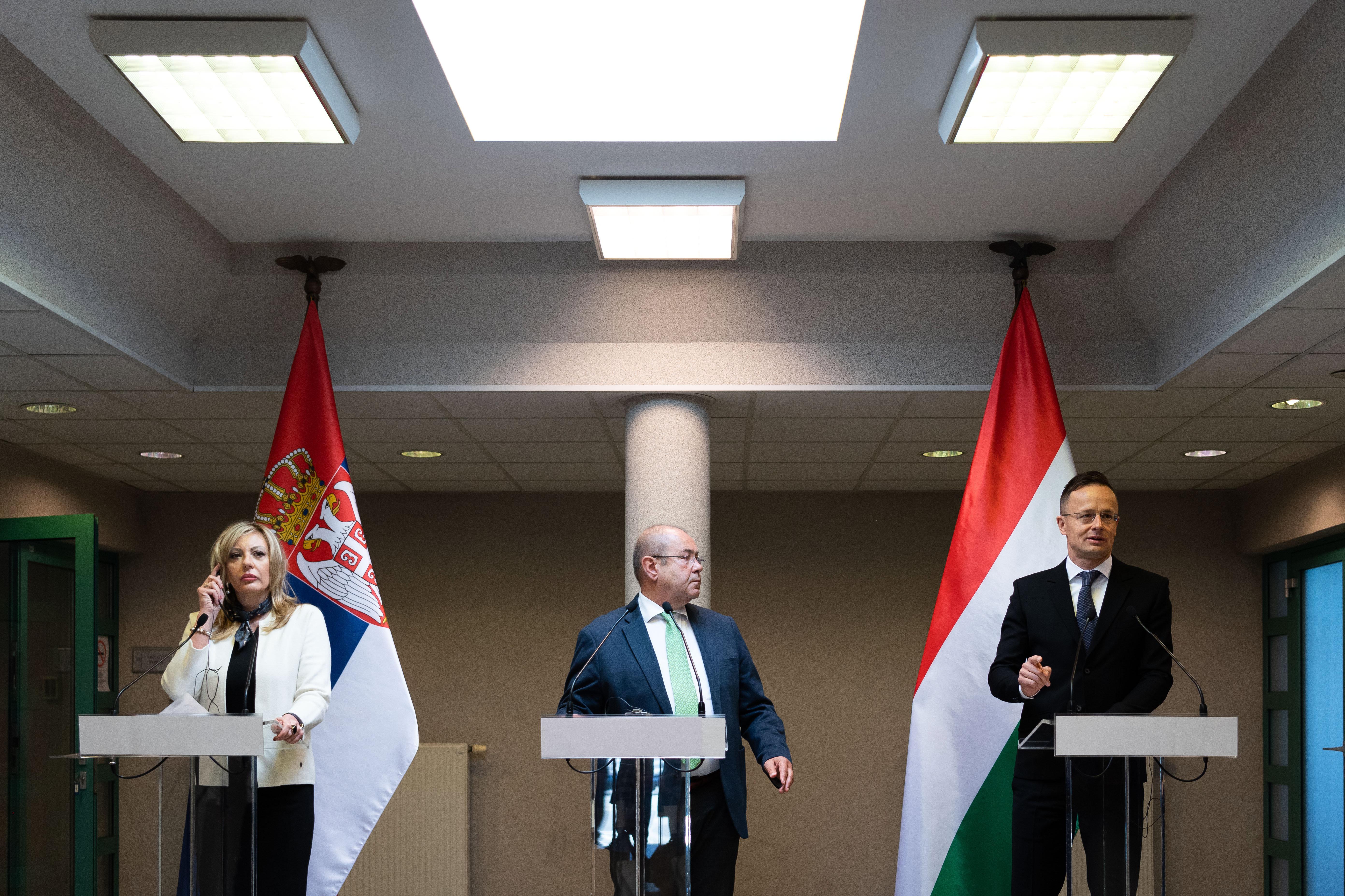 Reisebeschränkungen an der ungarisch-serbischen Grenze aufgehoben post's picture