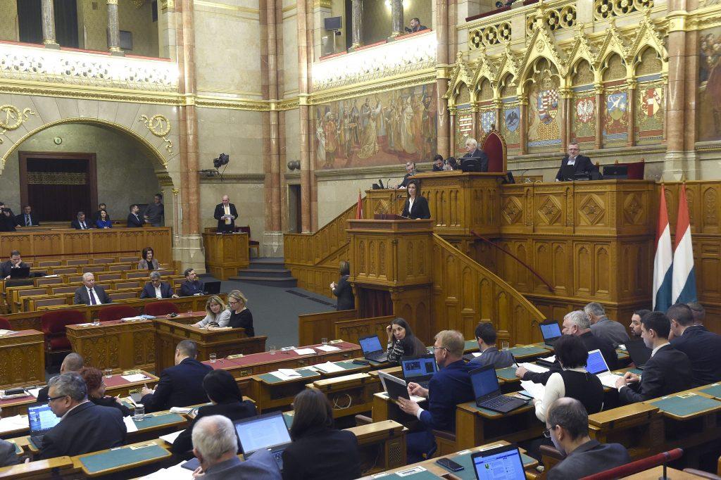 Das Parlament stimmt über 21 Vorschläge ab