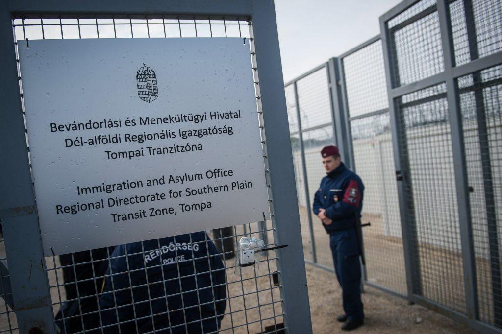 Ungarn schließt Transitzonen für Migranten