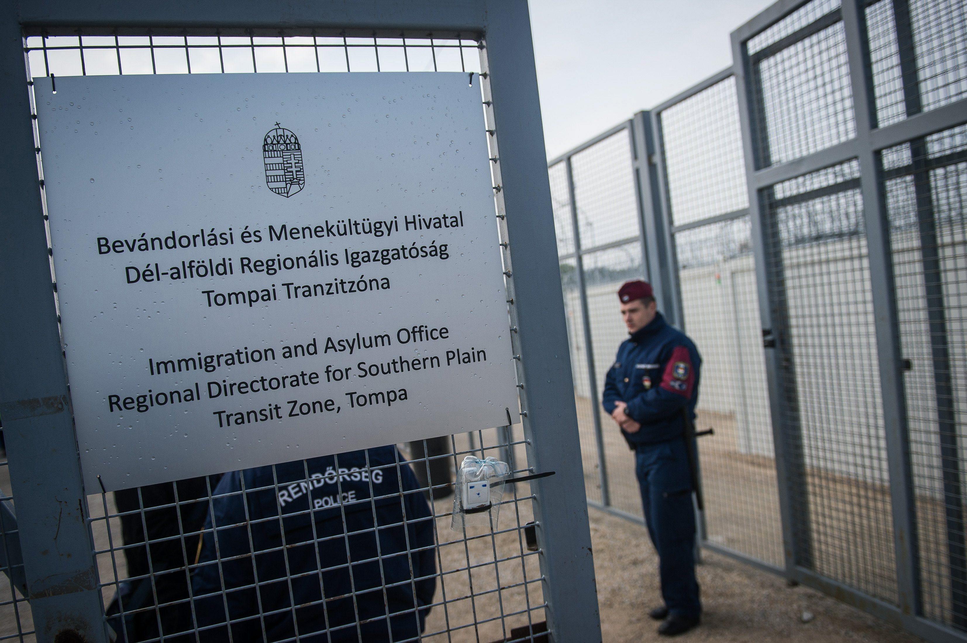 Ungarn schließt Transitzonen für Migranten post's picture