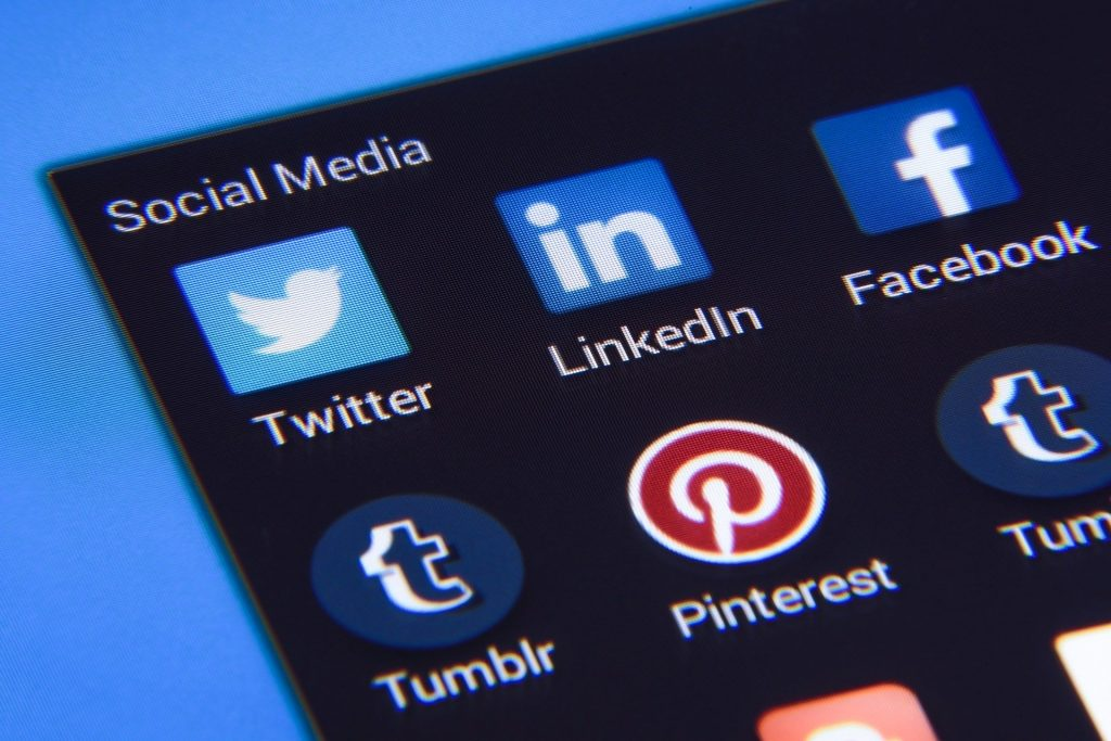 63 Prozent der Ungarn nutzten soziale Medien während der Pandemie post's picture
