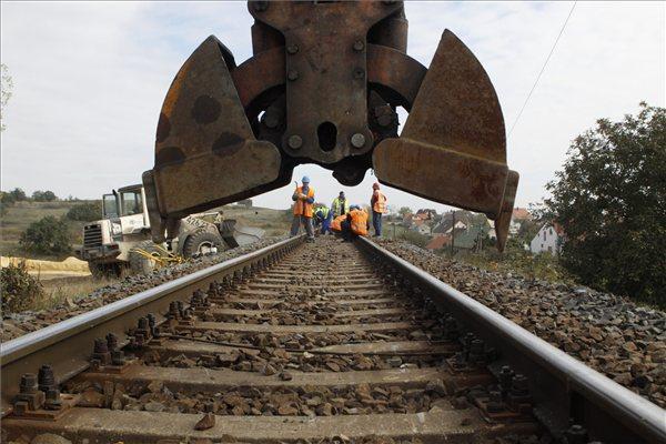 Parlament verabschiedet Gesetz zum Ausbau der Eisenbahnlinie Budapest-Belgrad post's picture