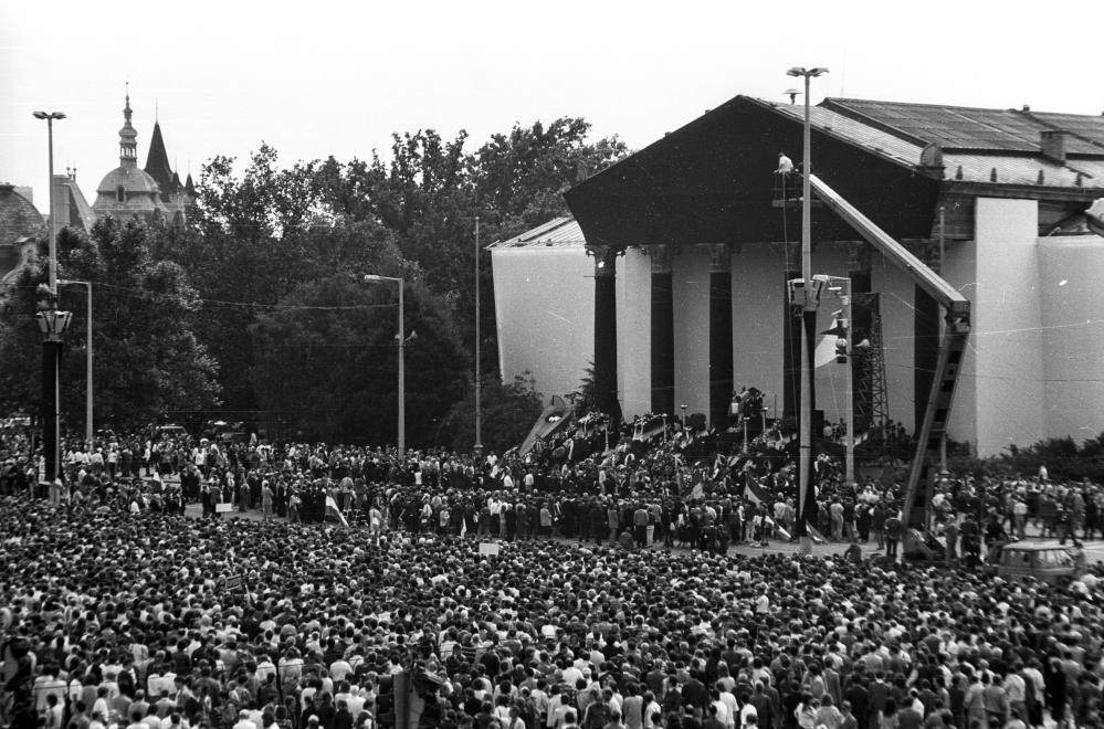 Umbettung von Imre Nagy: Ungarn gedenkt den Märtyrer von 1956