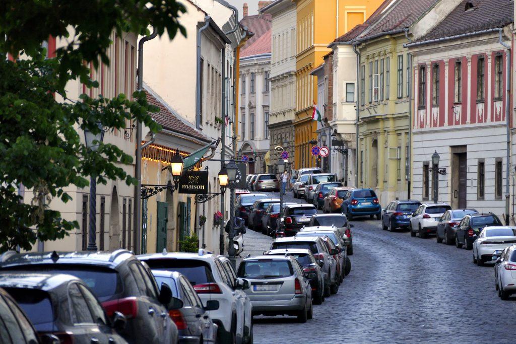 OB Karácsony: Progressives Parkgebührensystem für die Innenstadt von Budapest!