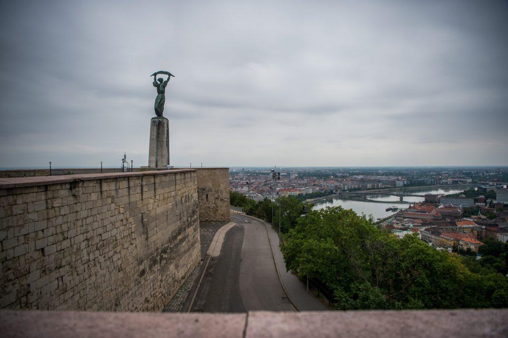 Wunderschöne Drohnen-Aufnahmen über der Budapester Zitadelle