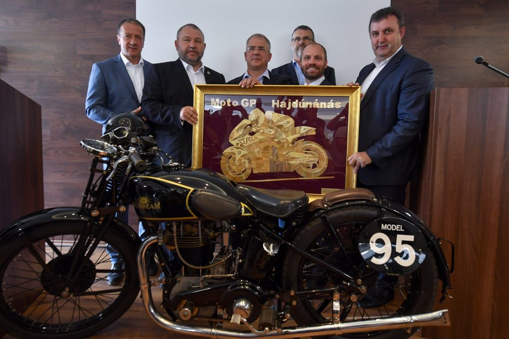 Innovationsminister: Regierung baut MotoGP-Strecke in Nordostungarn