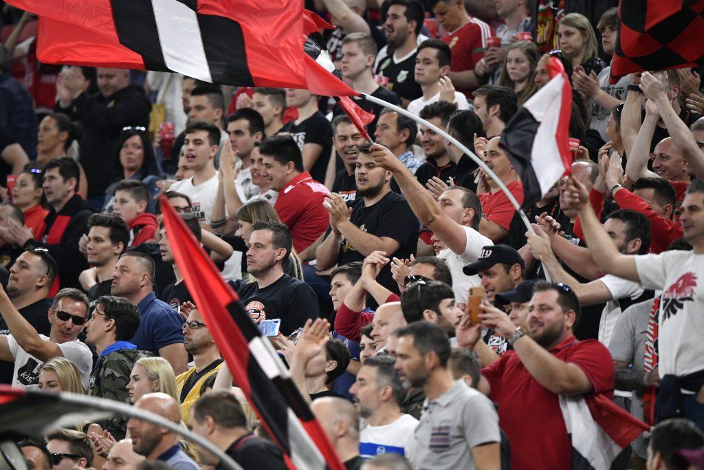 Fußball Pokalfinale in Zeiten von Corona, ohne Mindestabstand von 1,5 Metern post's picture