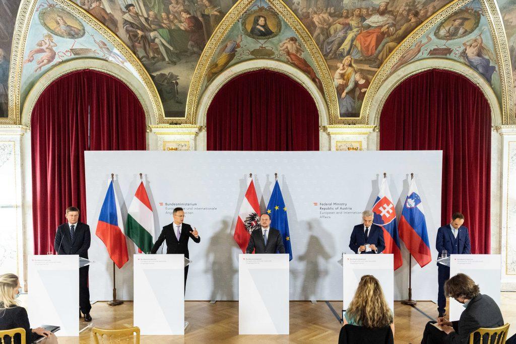 Außenminister Szijjártó in Wien: EU sollte die Beschränkungen für staatliche Investitionsbeihilfen aufheben