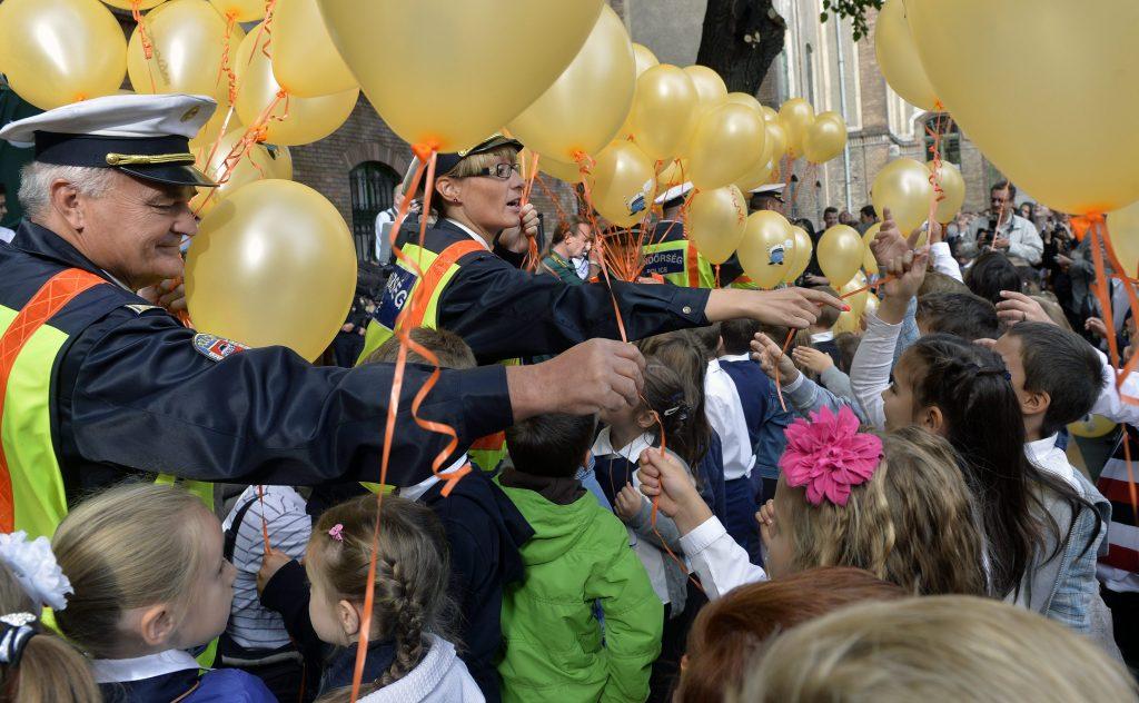 Presseschau von budapost: Regierung wünscht Wachpersonal an 500 Schulen post's picture