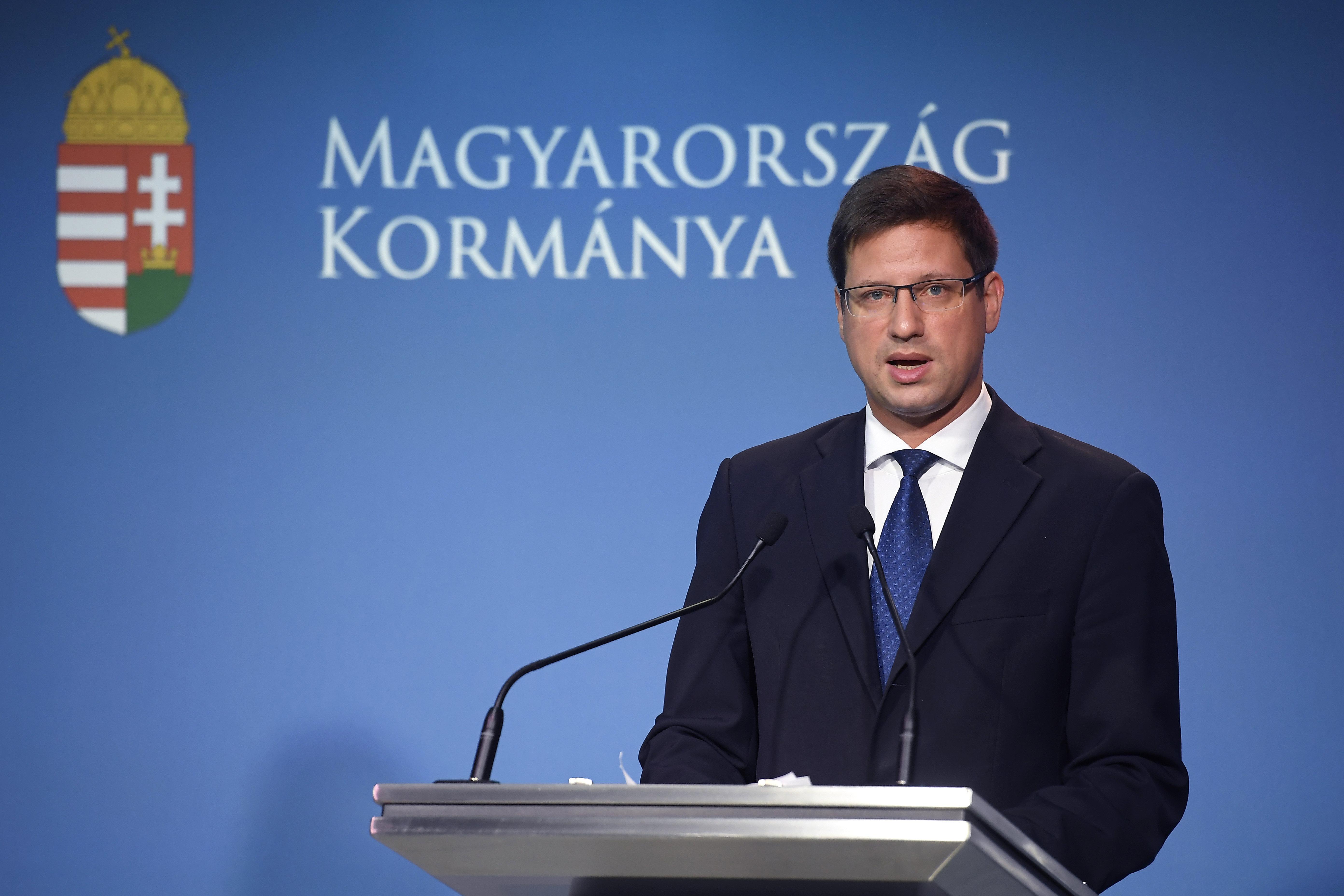 """Ungarn führt """"Impfstoff-Pass"""" ein"""