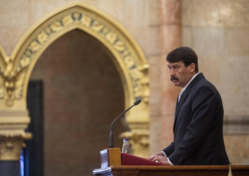 Präsident Áder informiert Von der Leyen über Flussabfälle in Szamos und Theiß