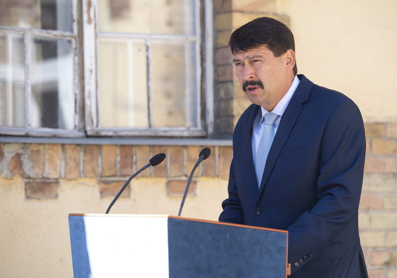 Präsident Áder lobt die Mitarbeiter des Gesundheitswesens post's picture