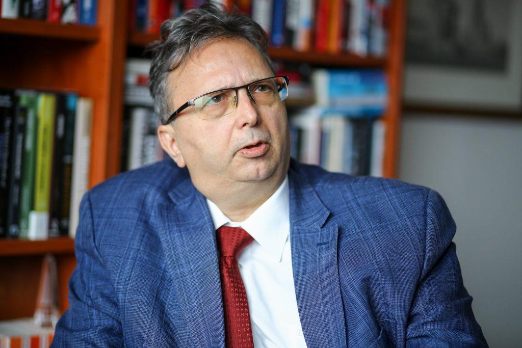 """""""Die Antall-Regierung erreichte, was keinem zuvor gelang: Sie führte das Land vom staatlichen Eigentumssystem zur Privatisierung"""" – Interview mit Péter Antall"""