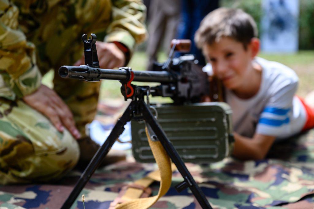Ungarische Armee wirbt in staatlichen Kinderheimen