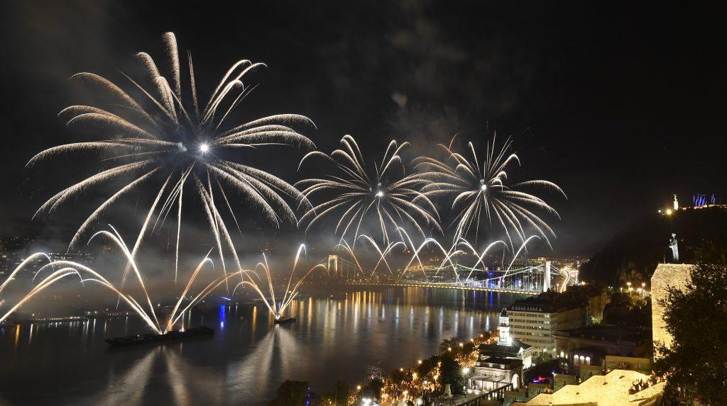 Ungarn Heute wünscht ein frohes und erfolgreiches neues Jahr!
