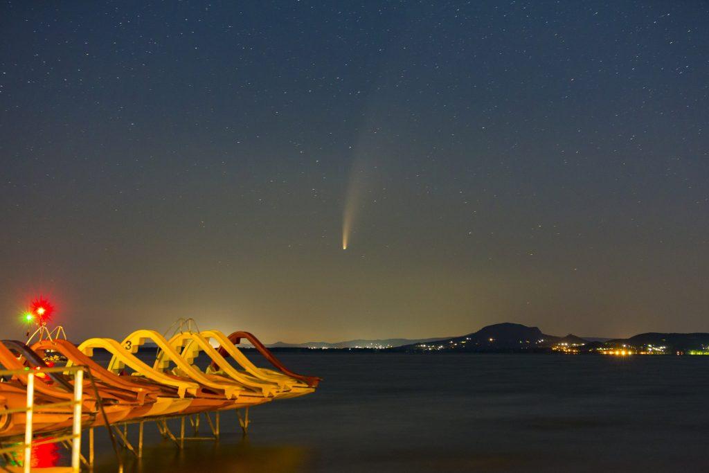 Komet Neowise am Nachthimmel in Ungarn