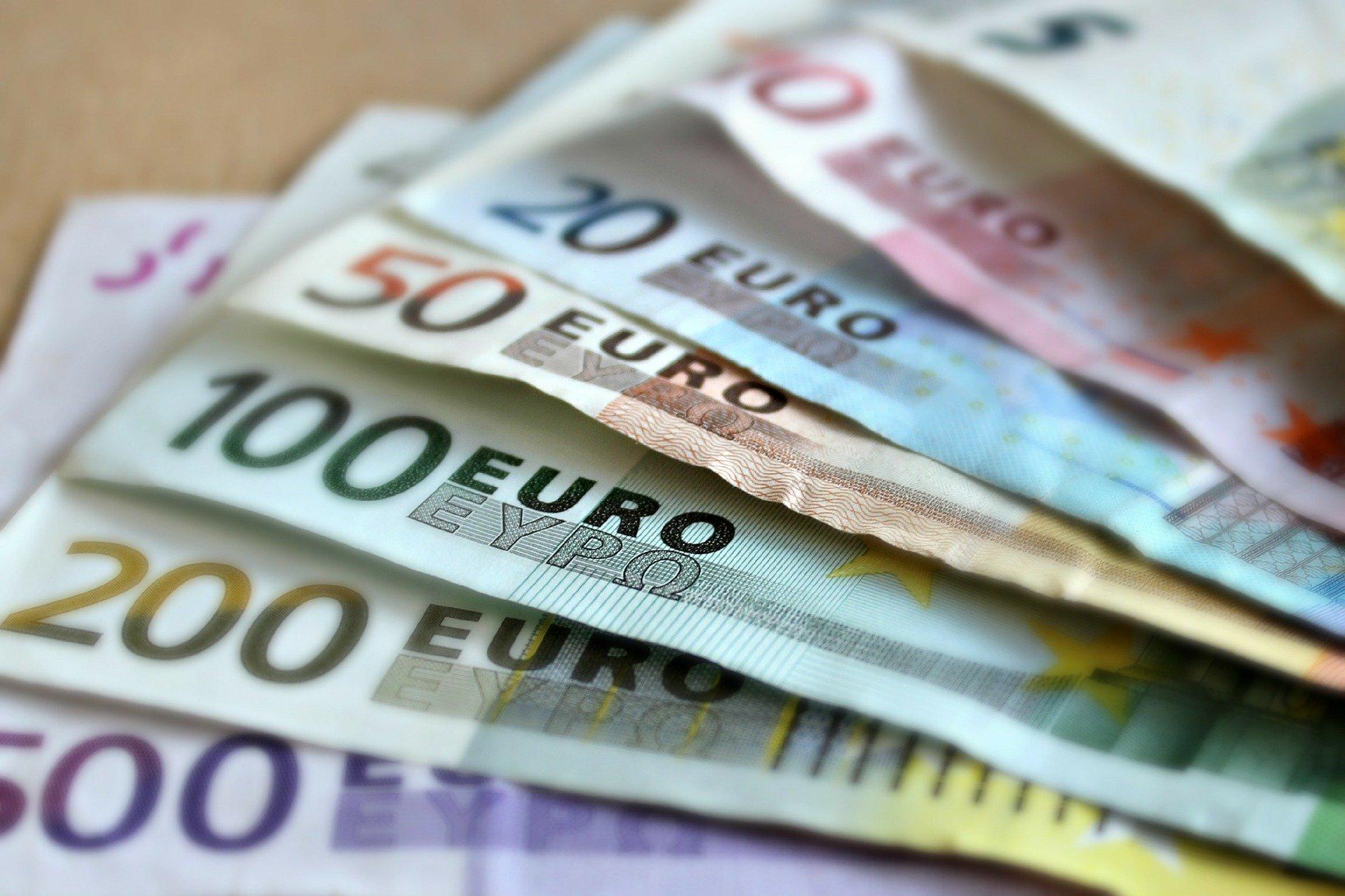 Die Sozialisten fordern die Einführung des Euro post's picture