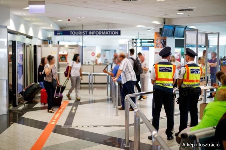 Nigerianer mit 1 kg Kokain und Heroin in seinem Körper am Flughafen Budapest gefangen post's picture
