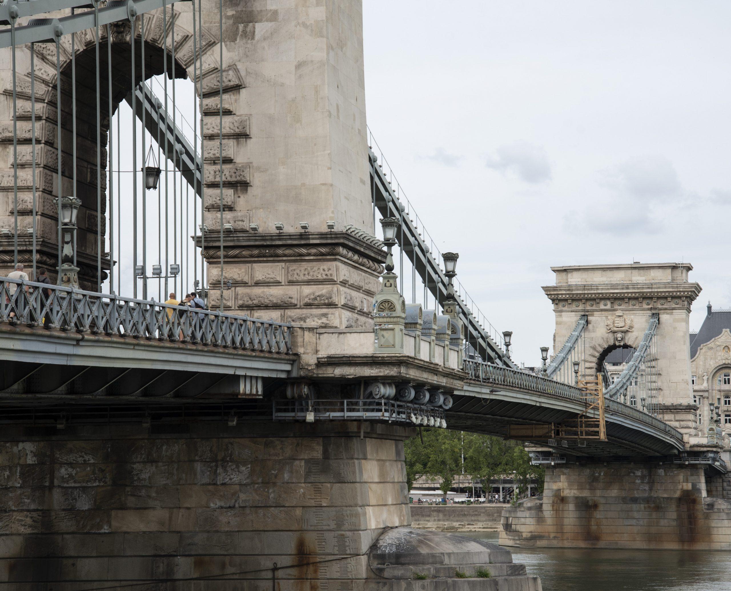 Budapost: Kettenbrückensanierung: Wechselseitige Schuldzuweisungen