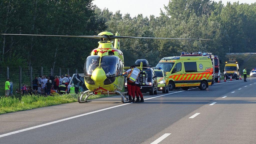 Busunfall in Südungarn: Ein Toter, 34 Verletzte