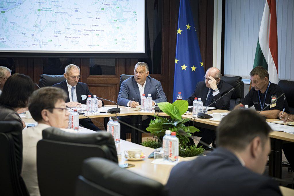 Orbán bespricht die Grenzschutzmaßnahmen mit dem Operativstab post's picture