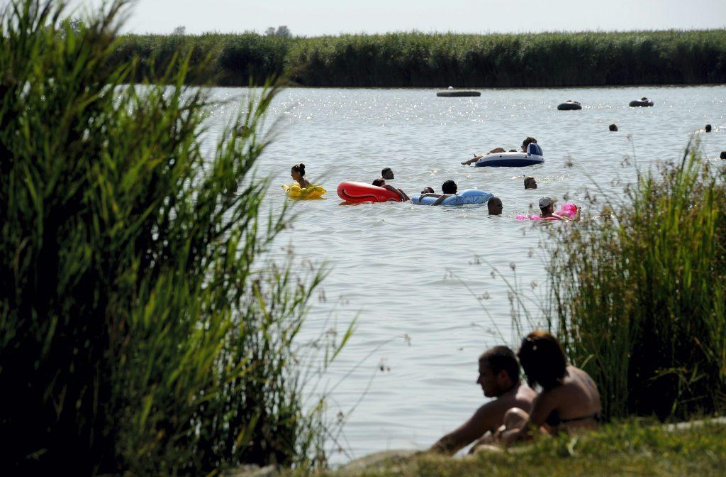 Sozialisten fordern den Schutz der freien Strände am Velencer See