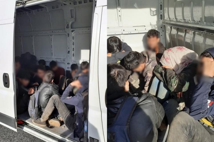 Polizei nimmt Schmuggler von 24 illegalen Migranten fest
