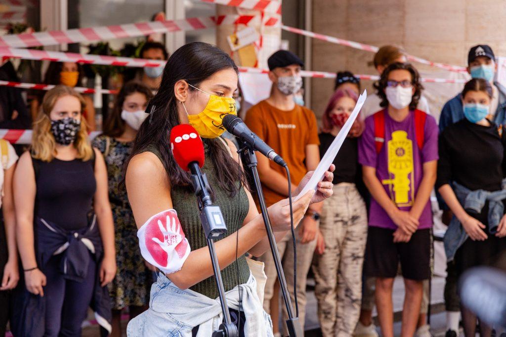 Budapost: Verhärtete Fronten im Streit um die SZFE