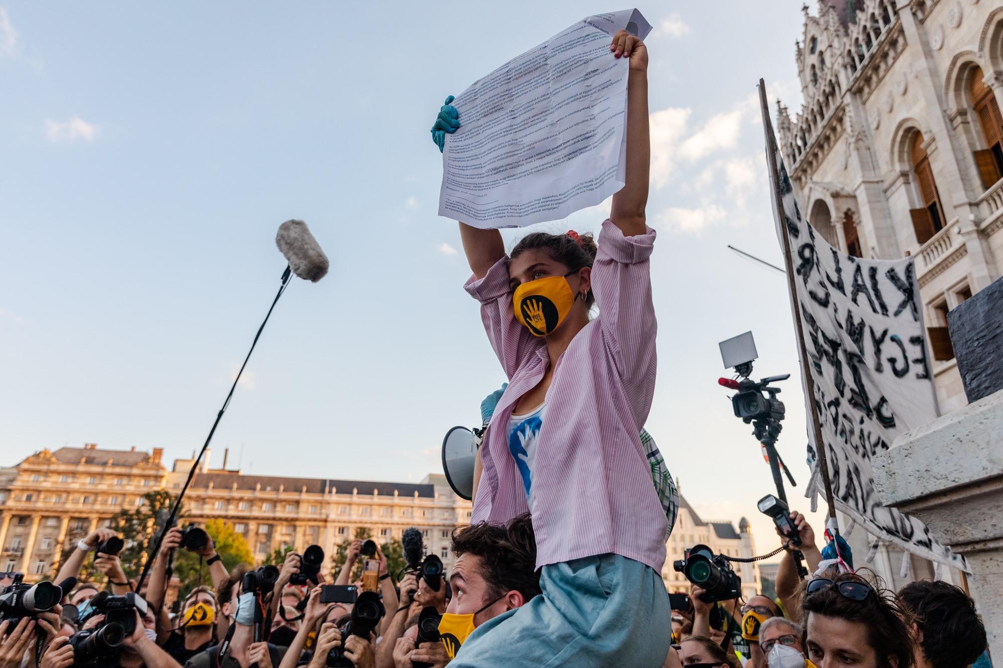 Studentenprotest: Unterricht beginnt an der Uni für Theater post's picture