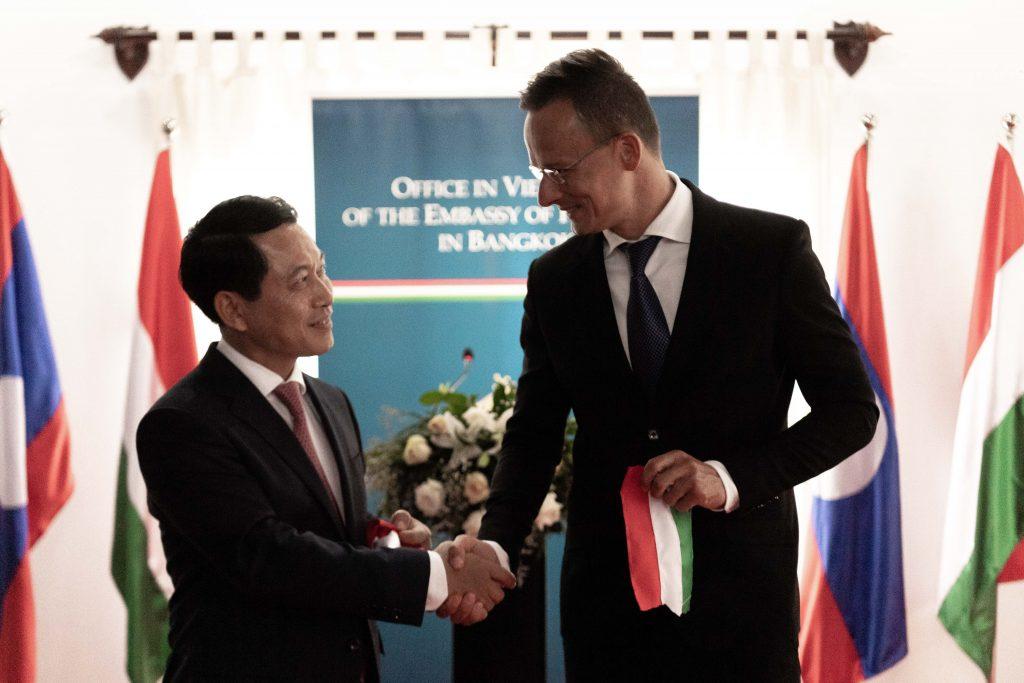 Außenminister eröffnet Konsulat in Laos