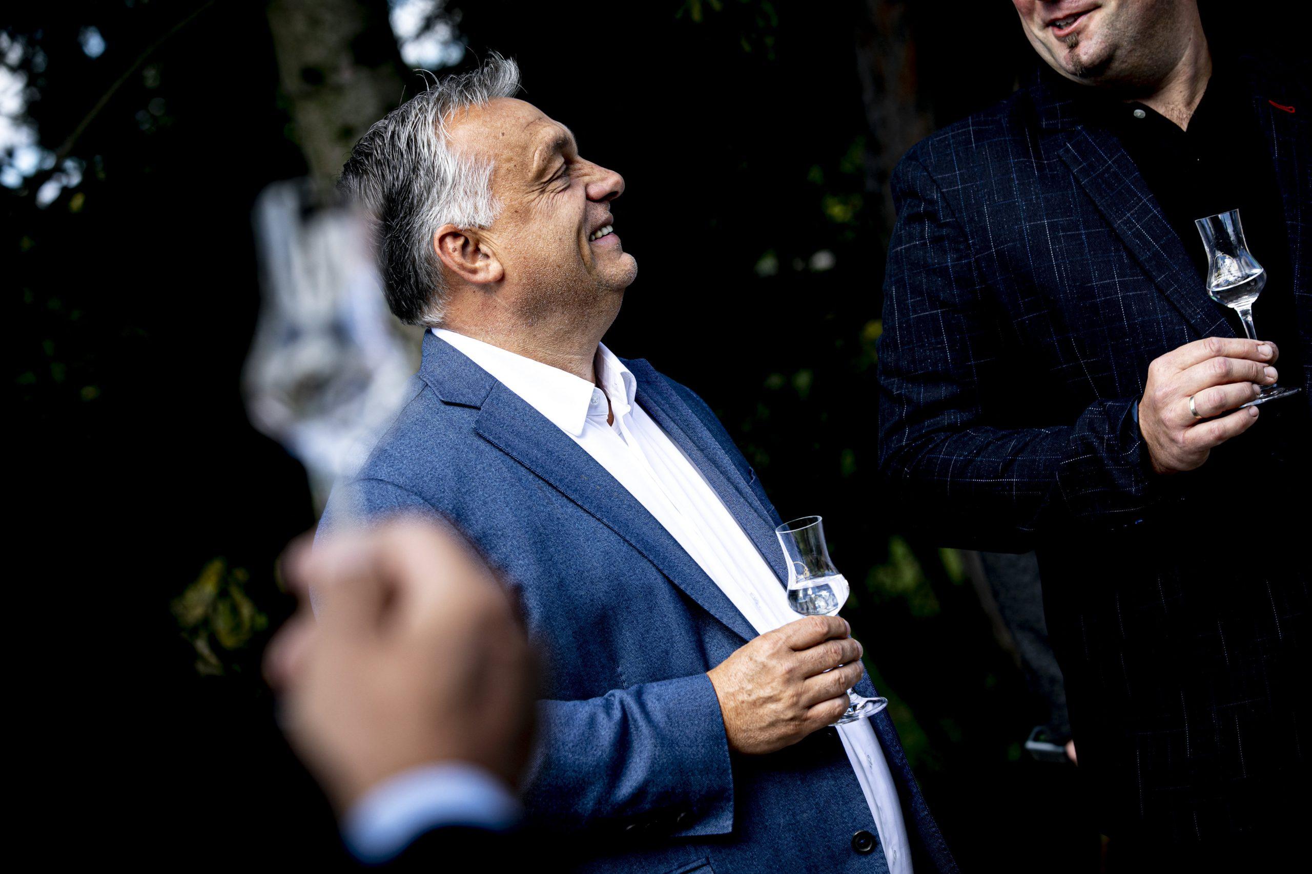 Orbán feiert den 10. Jahrestag der Befreiung der Brennereien von der Verbrauchsteuer post's picture