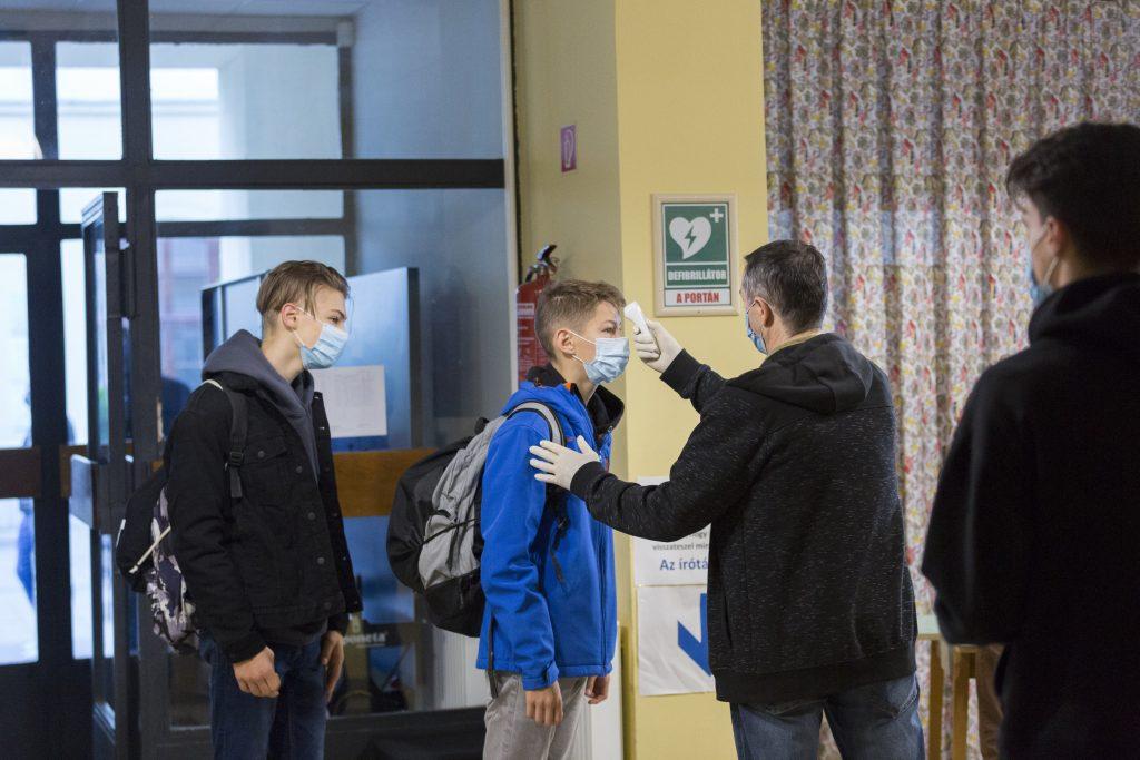 Fiebermessung in den Schulen ab heute obligatorisch