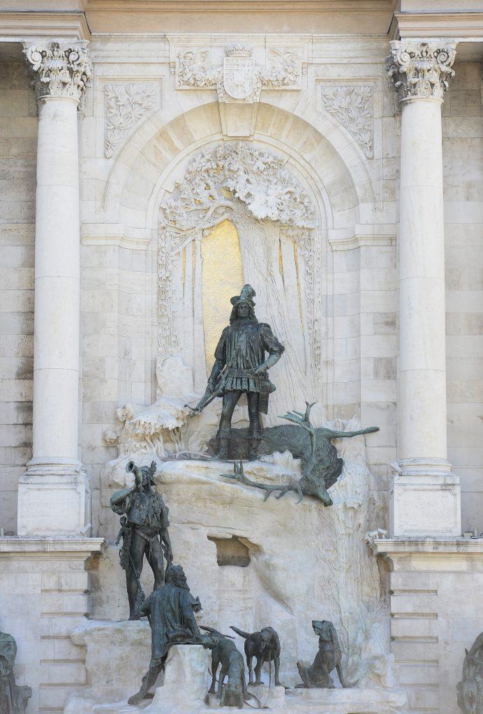Ikonischer Brunnen der Budaer Burg renoviert