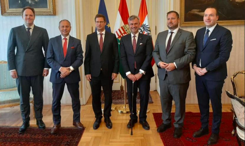 Kanzleramtsminister: Ungarn und Österreich ergreifen ähnliche Maßnahmen post's picture