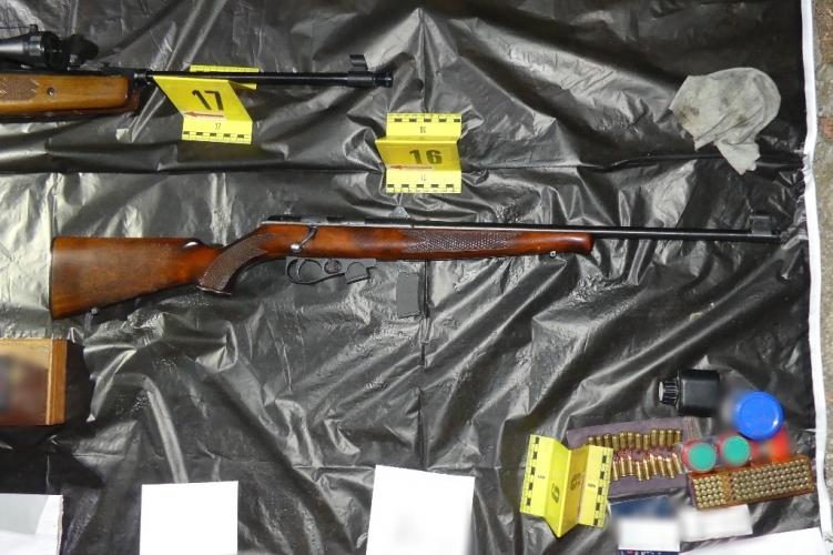 11 kg Schießpulver, 4.000 Schuss Munition und 7 Waffen – Polizei fasst einen deutschen Staatsbürger