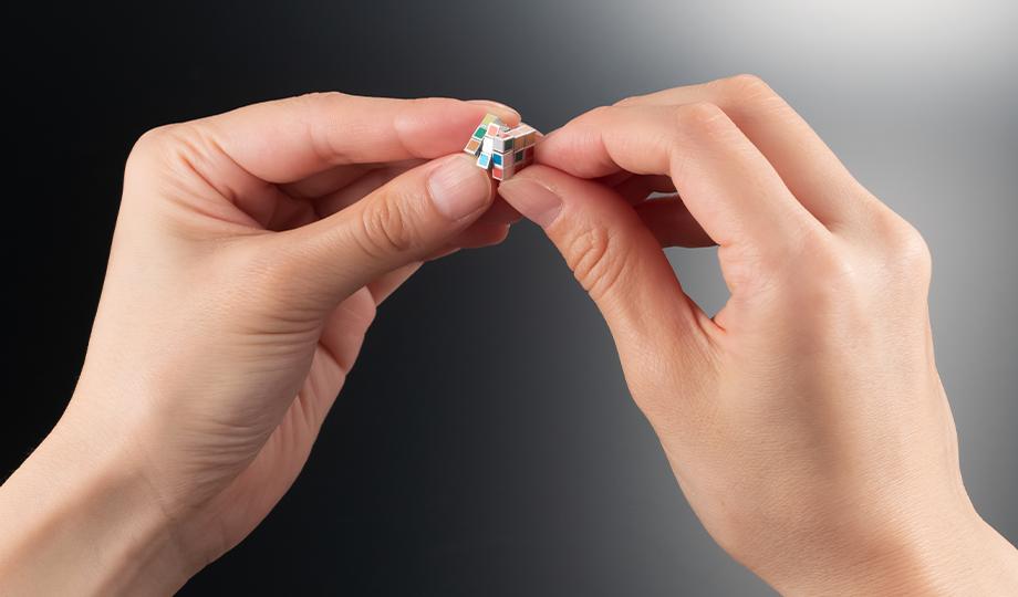 Kleinster Zauberwürfel der Welt in Japan präsentiert