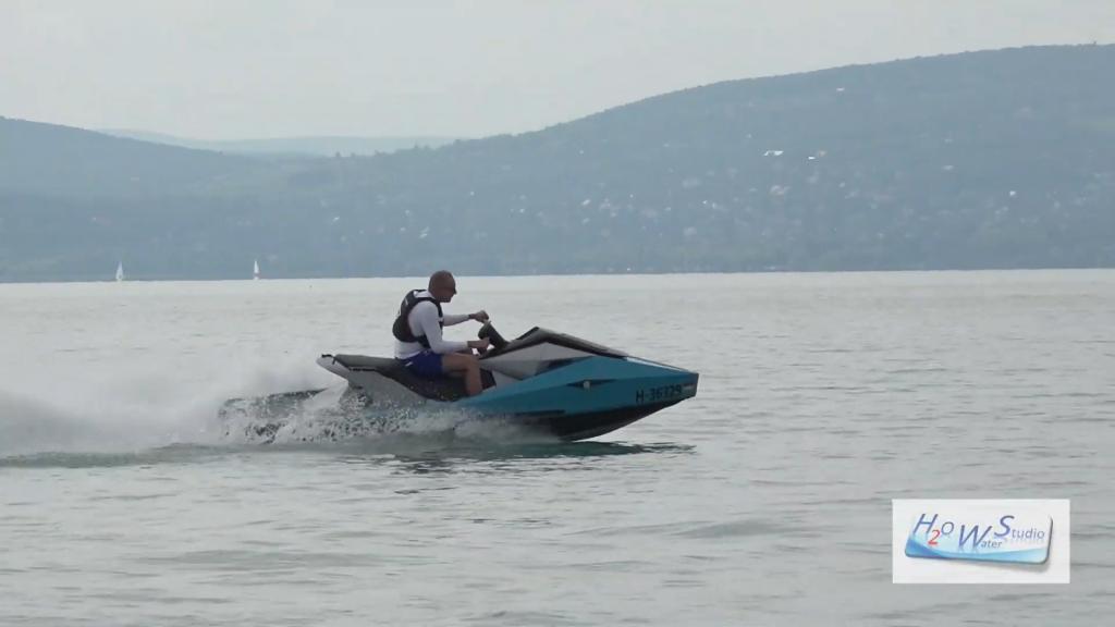 """Boot mit Wasserstoffbrennstoffzellen auf der """"Balaton Boat Show"""" vorgestellt"""