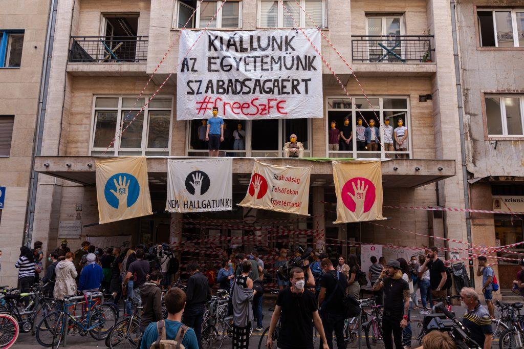 SZFE-Proteste: Neue Leitung schließt Uni für Theater und Filmkunst
