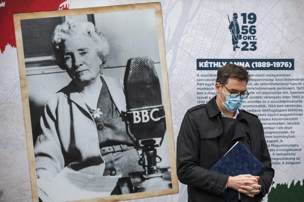 Oberbürgermeister eröffnete eine Ausstellung über Frauen der Revolution von 1956