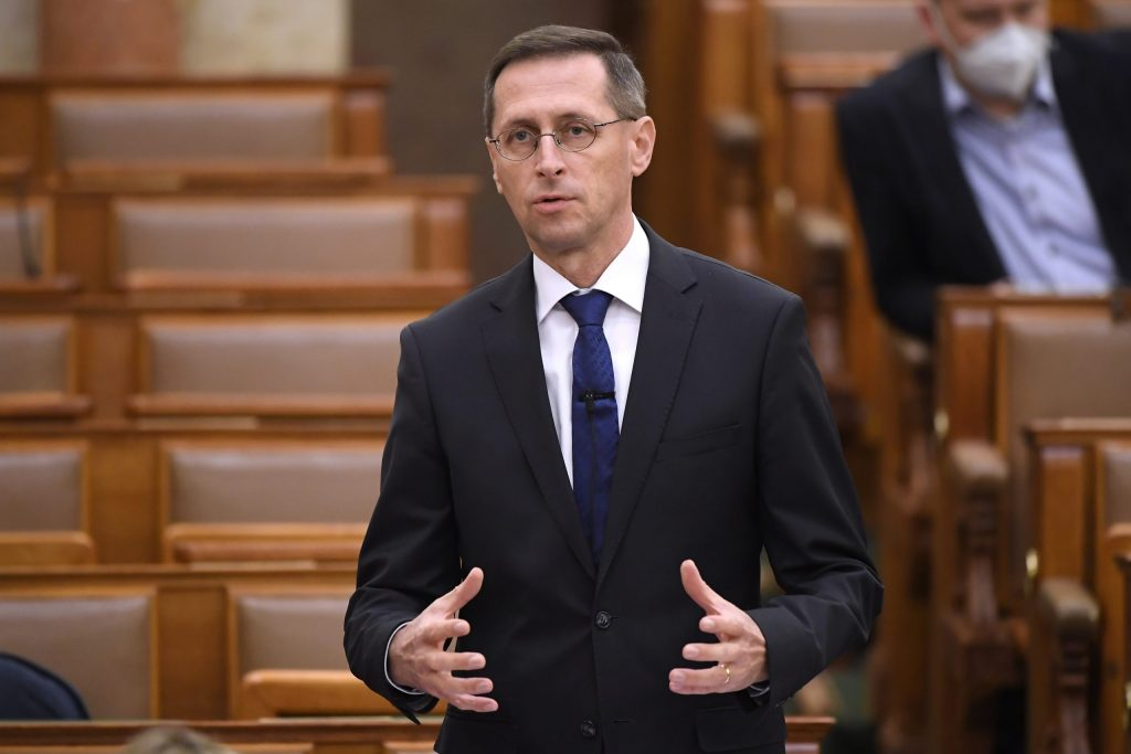 Finanzminister prognostiziert BIP-Rückgang um 6,4 Prozent