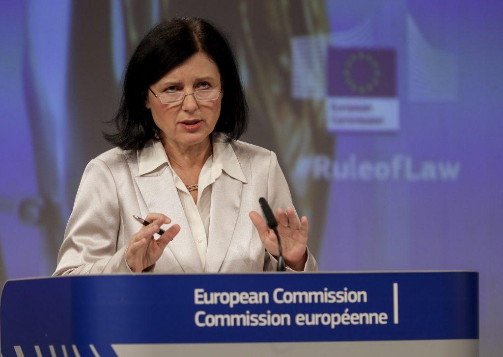 Schlagabtausch fortgesetzt: Fidesz schickt Brief an Jourova post's picture