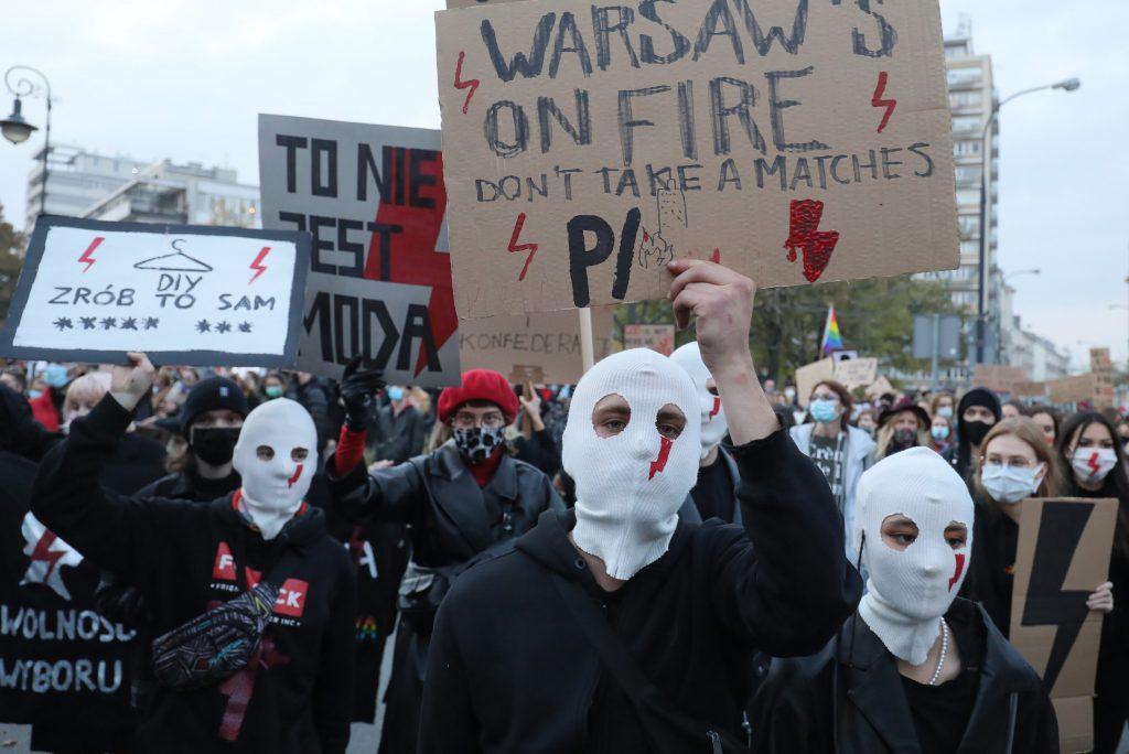 Budapost: Reaktionen auf den Streit um Schwangerschaftsabbrüche in Polen
