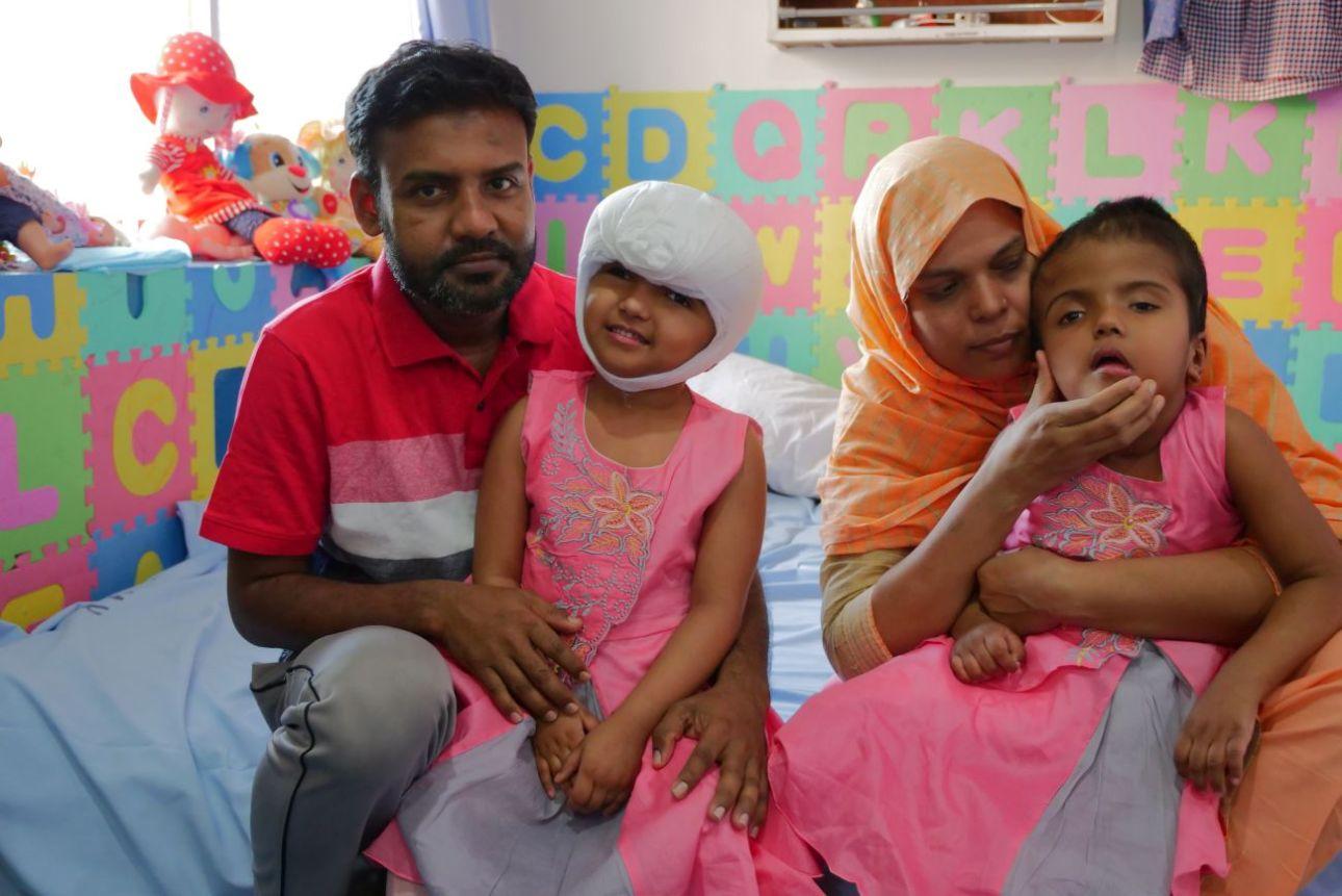 Getrennte siamesische Zwillinge aus Bangladesch kehren nach zwei Jahren nach Hause zurück