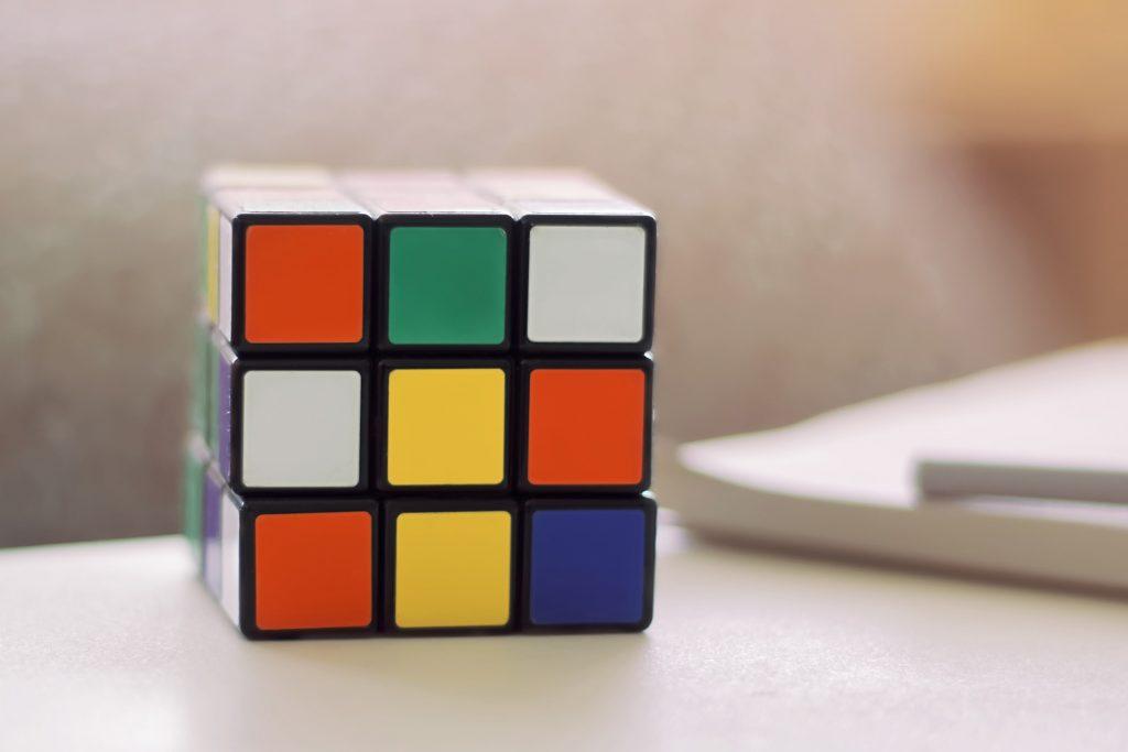 Kanadisches Unternehmen kauft Rubik-Zauberwürfel für 15 Milliarden Forint