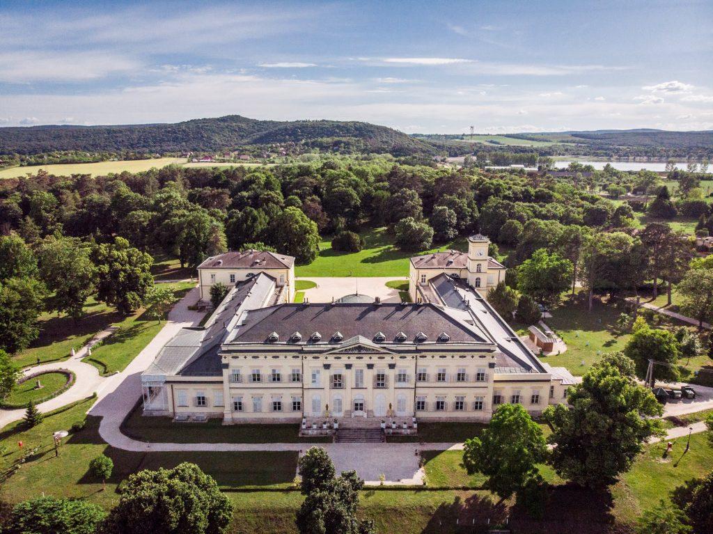Ungarns Burgen und Schlösser erhalten ihren alten Glanz zurück post's picture