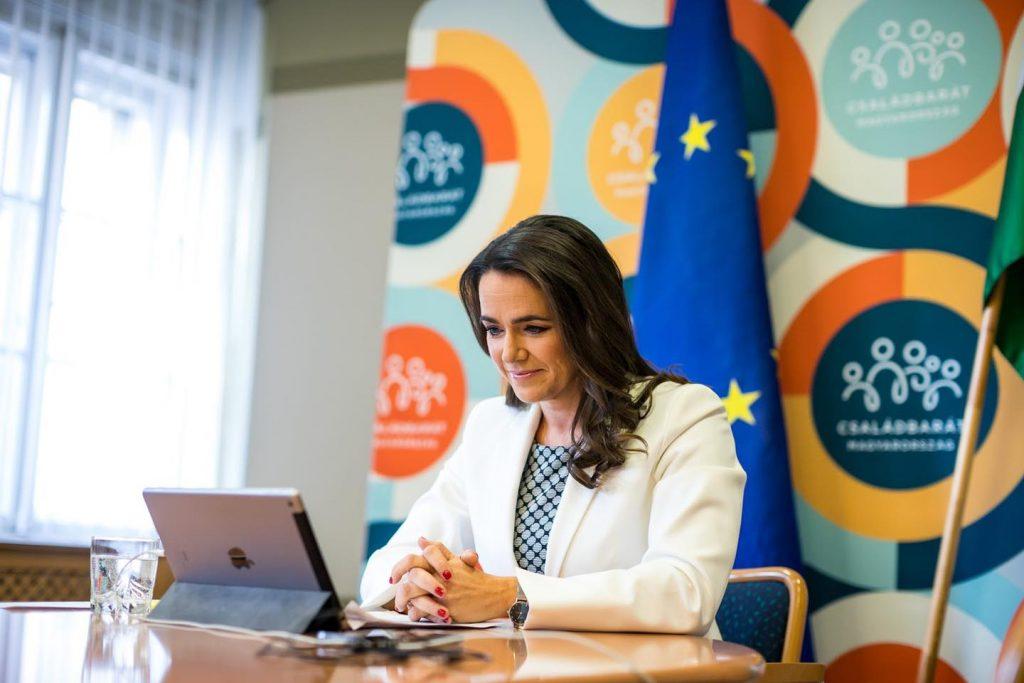 """Familienministerin Novák: Tusk bezeichnete die Bindung der EU-Mittel an die Rechtsstaatlichkeit im Jahr 2018 als """"riskant"""""""