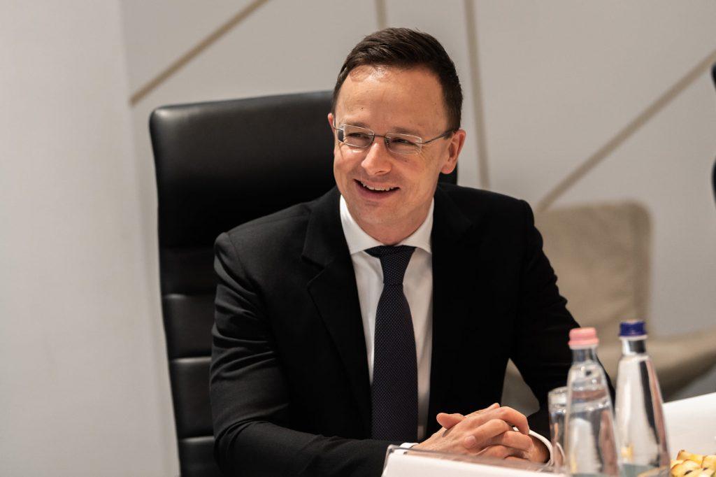 """Außenminister Szijjártó: """"Jeder Ungar sollte die Verantwortung für jeden anderen Ungar übernehmen"""""""