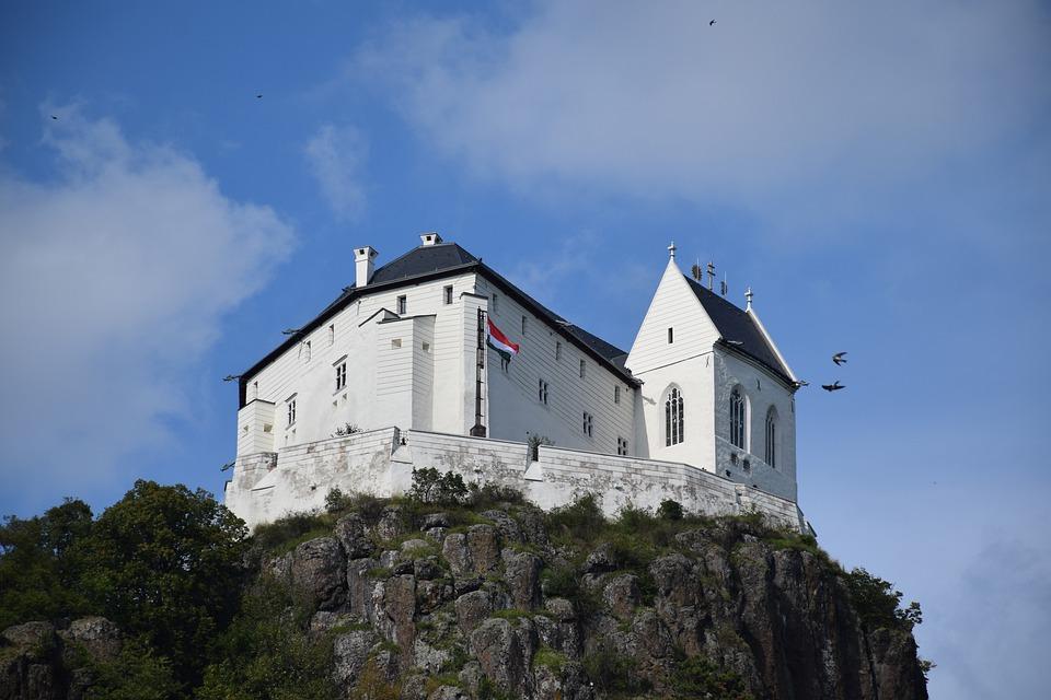 Burg Füzér wird weiter saniert
