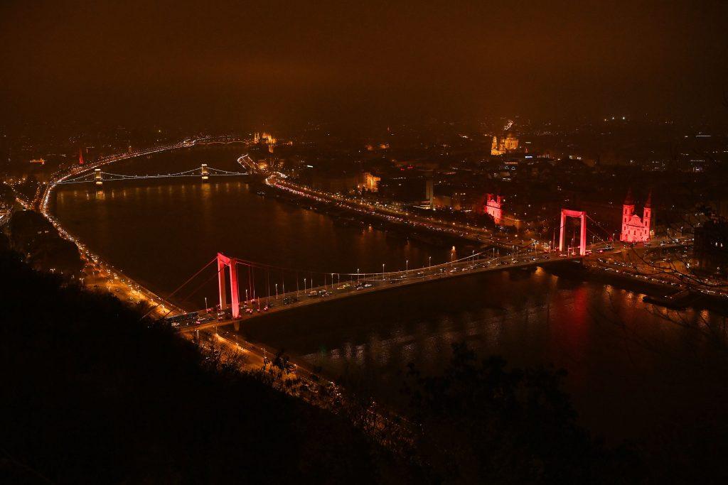 """""""Roter Mittwoch"""": Ungarn gedenkt verfolgter Christen"""