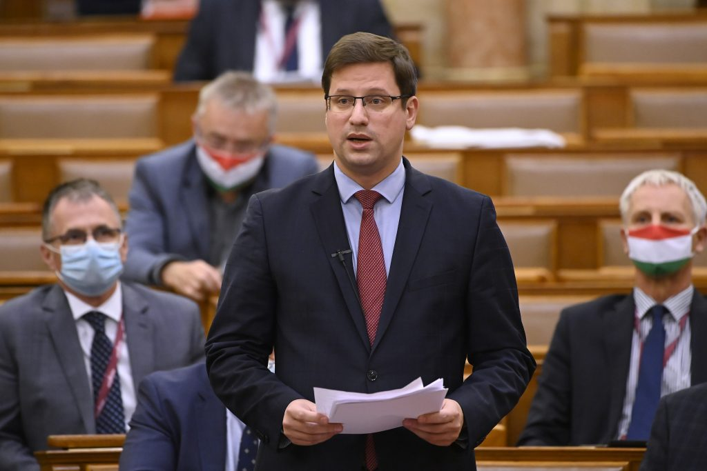 Kanzleramtsminister: Regierung überlegt sich besondere Regeln für die Weihnachtszeit